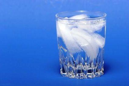 Очищаем воду замораживаем