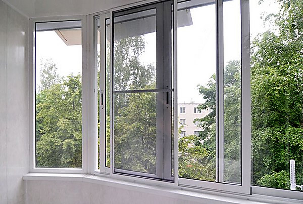 Razdvizhnaja-moskitnaja-setka-na-okna.jpg