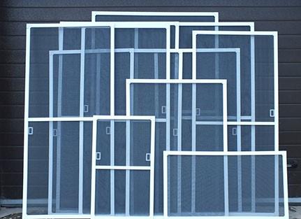 Ramochnye-semnye-moskitnye-setki-na-okna.jpg