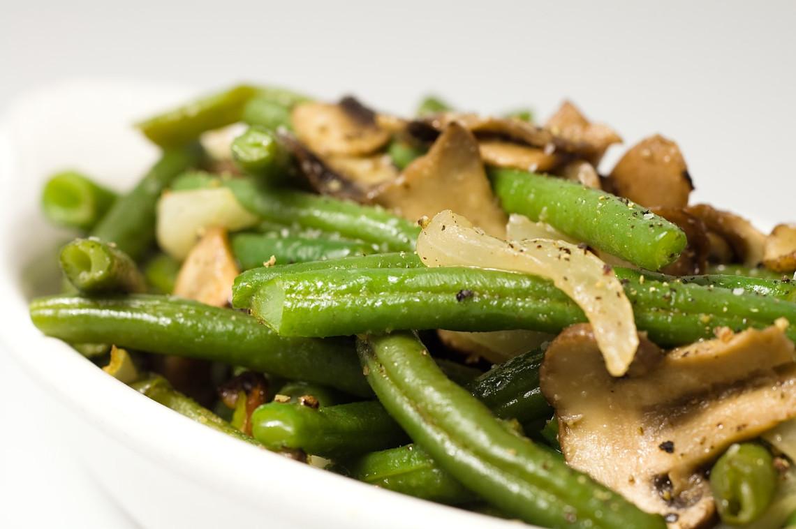 sauteed-green-beans-mushrooms-onions-1140x758.jpg