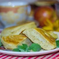 Оладьи с начинкой из яблок на кефире быстро и вкусно