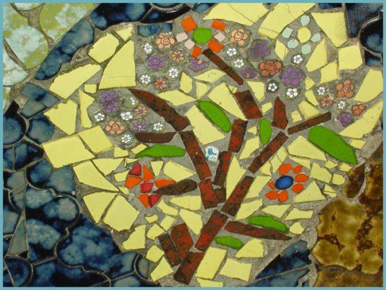 mozaika-iz-bitoj-plitki-svoimi-rukami-7-550x413.jpg