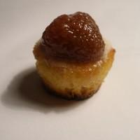Вкусные белые пирожные бисквитные