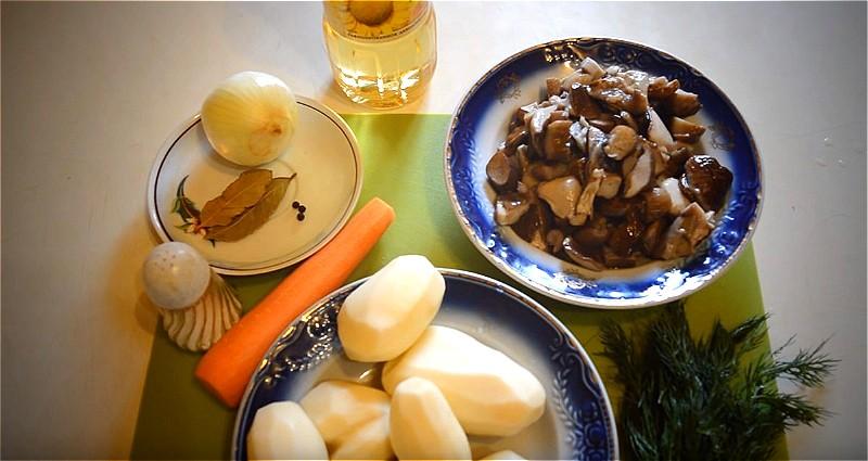 ingredienty-dlya-gribnogo-supa-s-kartoshkoi.jpg