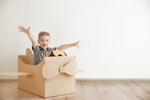 depositphotos_126328664-stock-photo-little-boy-playing-with-cardboard.jpg