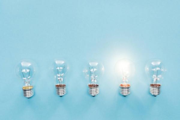depositphotos_227402934-stock-photo-top-view-light-bulbs-row.jpg