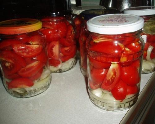 Rezanye-pomidory-s-lukom-na-zimu.jpg