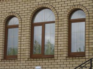 Korichnevoe-plastikovoe-okno-300x225.jpg
