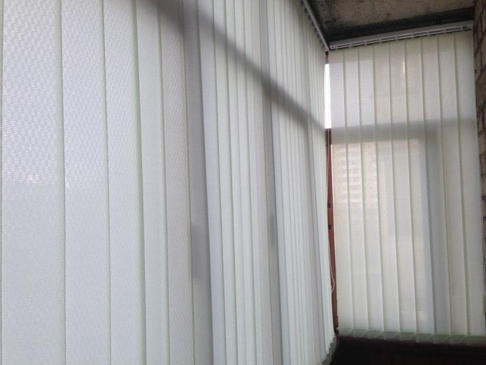 zhalyuzi-na-balkon_5bf967f1b0d6b-t_c.jpg